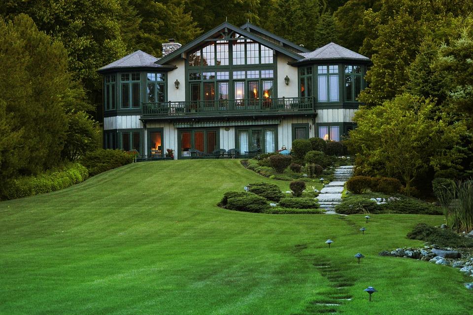 Как выбрать газон для придомового участка