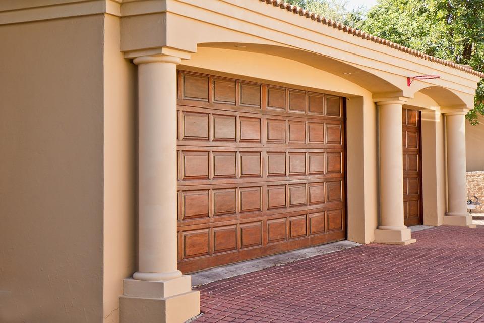 Какие стоит выбрать ворота для своего гаража?