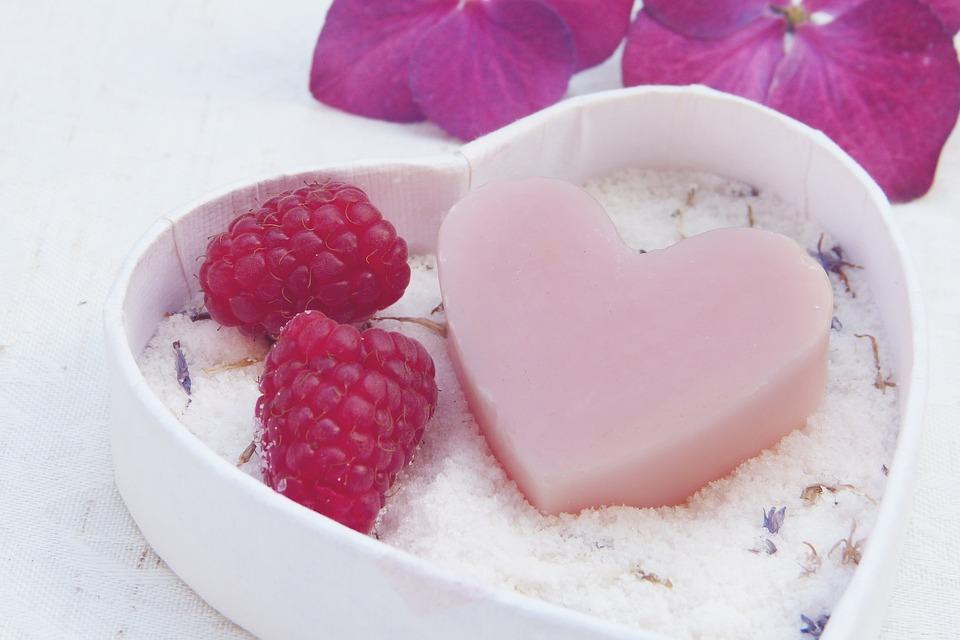 Плюсы выбора мыла ручной работы в качестве приятного подарка