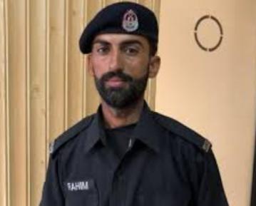 Участковый полицейский проповедует ислам при исполнении и горд этим