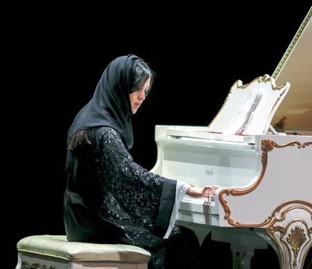 Саудовская пианистка не оставила равнодушных в зрительном зале (ВИДЕО)