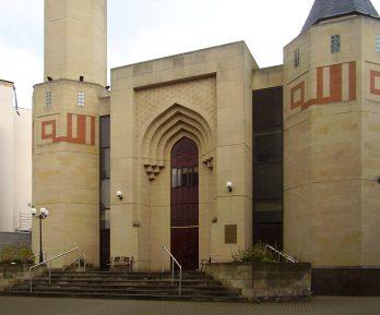 Имам подал в суд на собственную мечеть – за что?