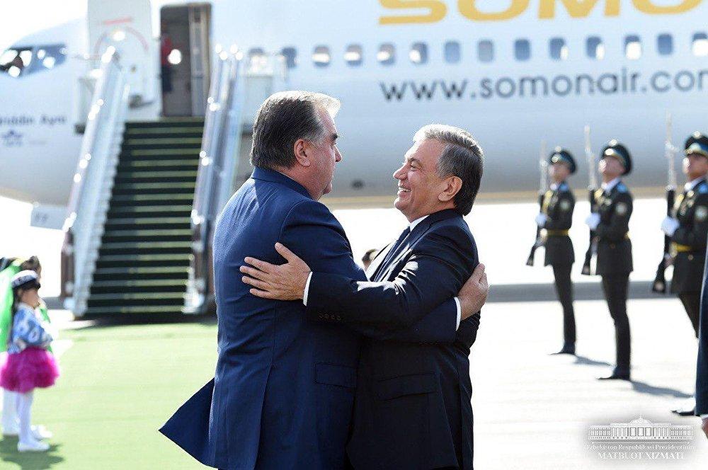 Главу Таджикистана встретил лично президент Узбекистана  © Пресс-служба президента Узбекистана