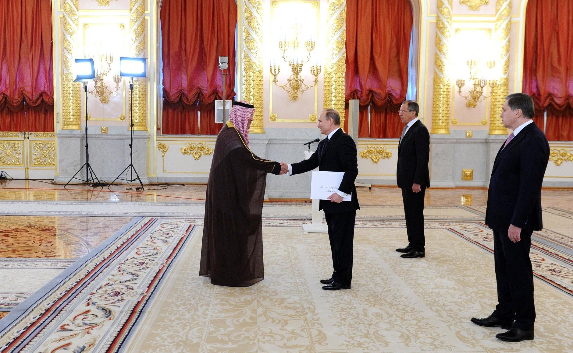 Посол Бахрейна вручает верительную грамоту президенту России