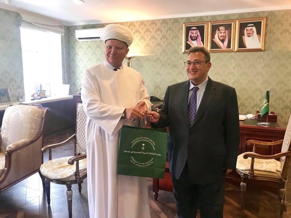 Муфтий Альбир Крганов и посол КСА Раид аль-Кримли
