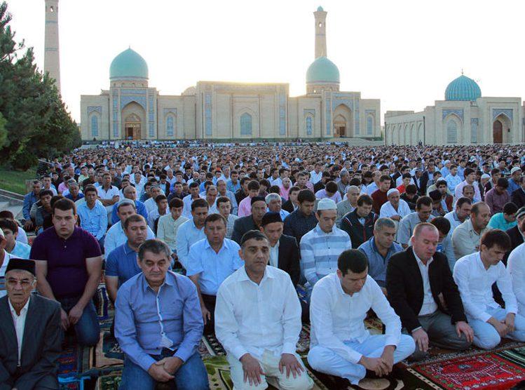 Глава Узбекистана продлил празднование Курбан-байрама