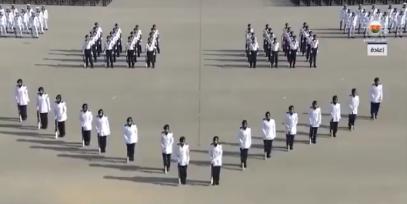 Парад полицейских в хиджабах очаровал зрителей (ВИДЕО)