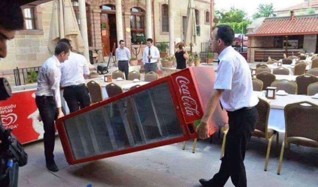 В Турции демонтируют торговые автоматы Кока-колы