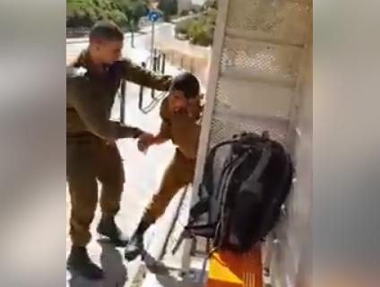 Израильский солдат испытал дикий страх перед палестинским сопротивлением (ВИДЕО)