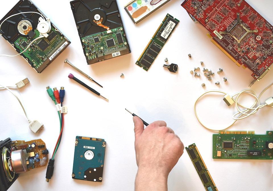Как стоит решать вопрос с ремонт компьютера и другой электроники?