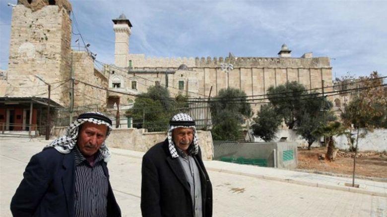 Палестинцы возле мечети Ибрагима