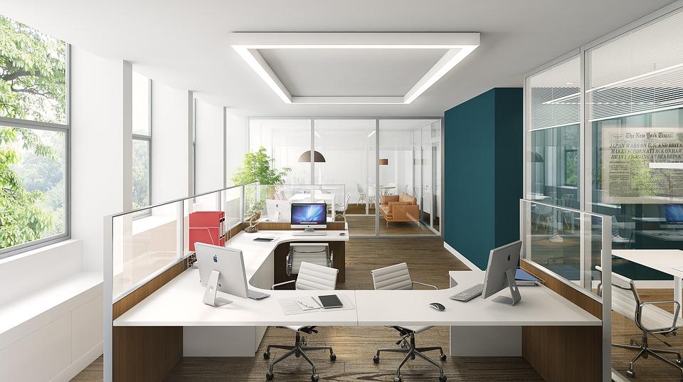 Плюсы использования стеклянных перегородок в офисах и их основные виды