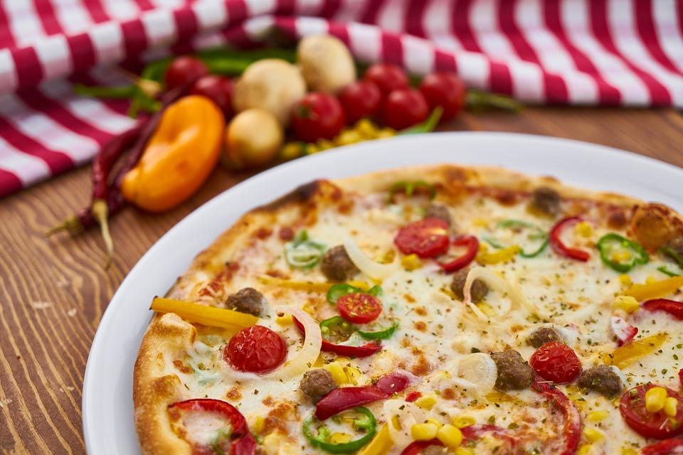 Чем удобны услуги по доставке пиццы?