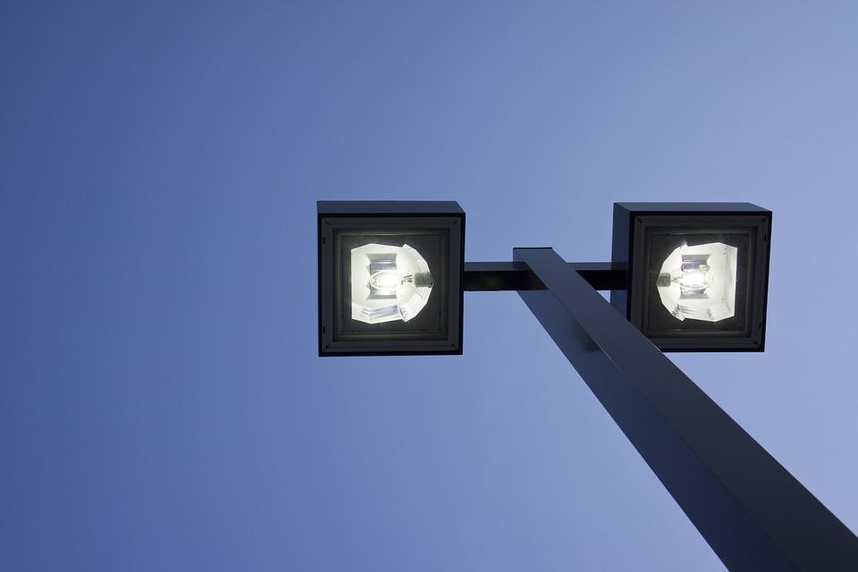 Опоры освещения из металлов и удобство их применения