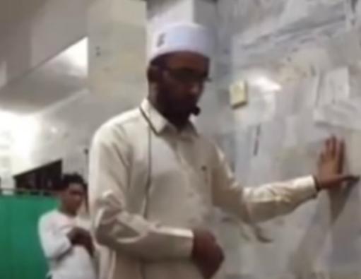 Имам поразил своими действиями в шатающейся от землетрясения мечети (ВИДЕО)