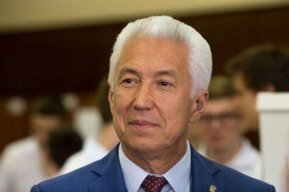 Путин определил двух конкурентов Васильеву на выборах главы Дагестана