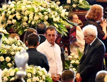 Президент и премьер-министр Италии склонили головы под «Аллаху акбар»