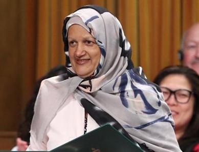 Депутат-мусульманка поразила парламент причиной, по которой надела хиджаб