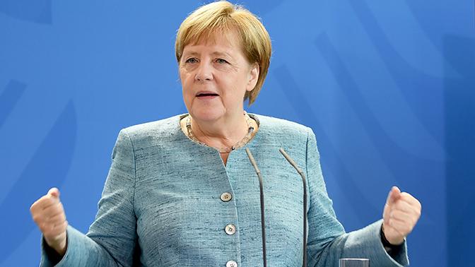 Меркель распекла националистов из-за мусульман