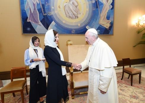 Мехрибан Алиева надела платок ради Папы