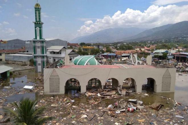 Число жертв цунами в крупнейшей мусульманской стране удвоилось