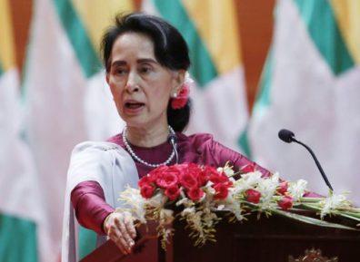Лидер Мьянмы объяснилась за приговор журналистам Reuters