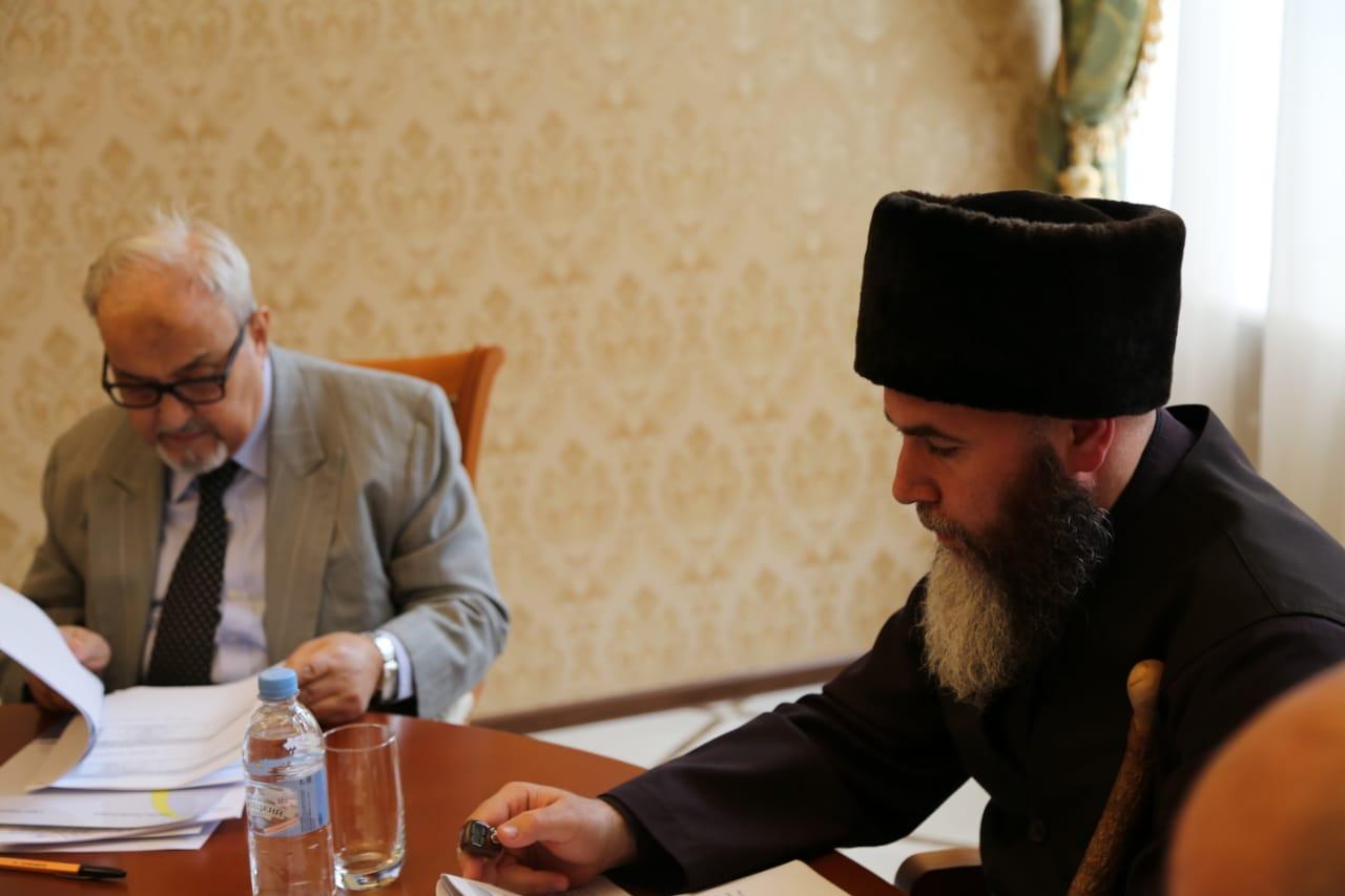 Муфтий ЧР и заместитель генерального секретаря Всемирной Исламской Лиги Фото chechnyatoday.com