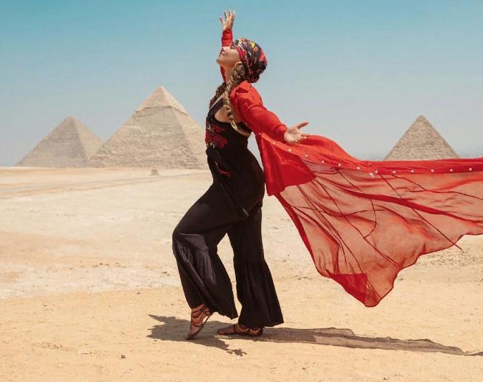 Алиша Киз учит арабский язык и надела платок