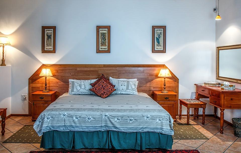 Гарнитуры для вашей спальной комнаты: их особенности и составляющие
