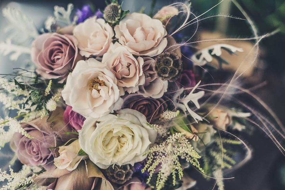 Купить букет роз с доставкой на дом – значит подарить радость близким!