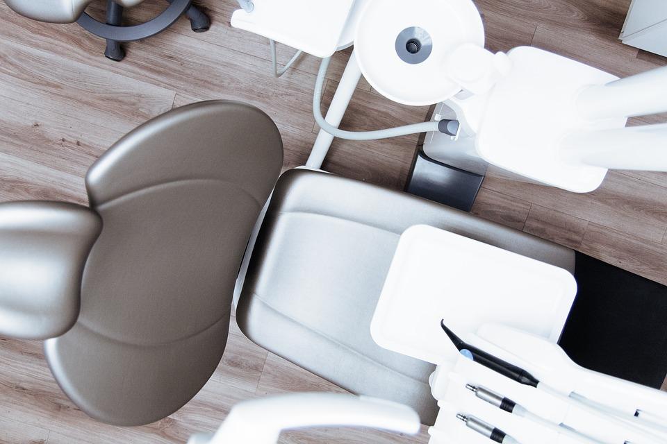 Имплантация зуба: особенности процедуры
