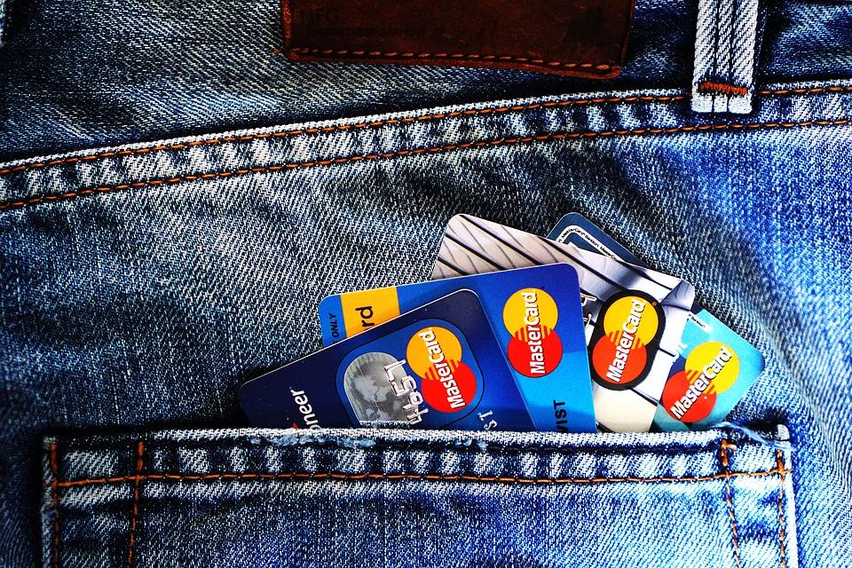 Как поступить в случае потери банковской карты и нужно ли её блокировать?