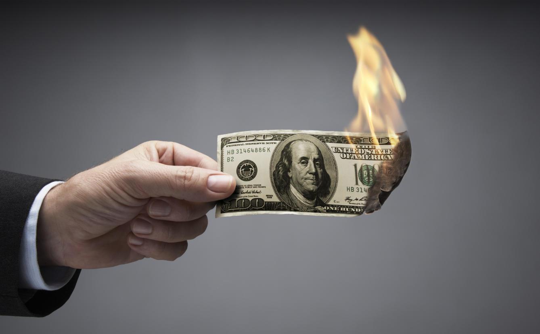 Доллар должен постепенно замещаться другими валютами, считают в Минфине