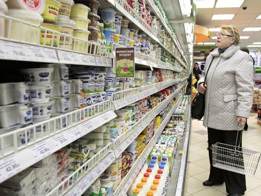 Молоко отделят от суррогата на полках магазинов. Производители грозят последствиями