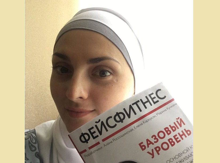 Российская мусульманка овладела экзотической профессией, чтобы делать людей красивее