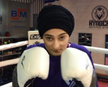 Незрячая девушка в хиджабе покоряет боксерский ринг