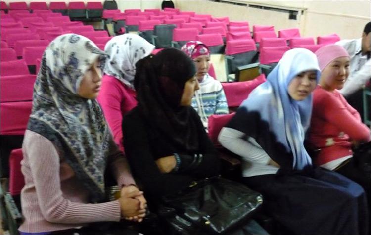Школьницы из Тугыла. Фото с сайта Azattyq.org
