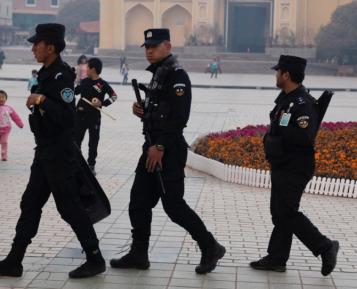 Уйгурского мусульманина обвинили в экстремизме за настройки мобильного телефона