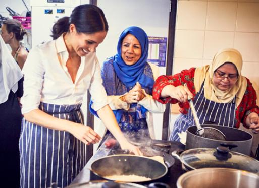 Меган Маркл готовит вместе с мусульманками