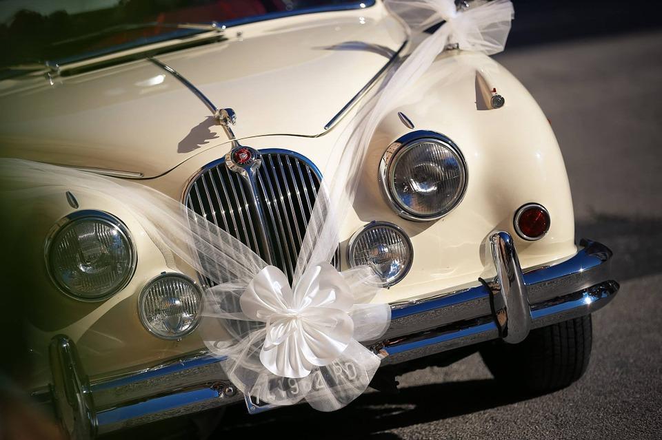 Какую лучше машину взять в аренду в Киеве для свадьбы?