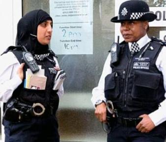 Полицейские-мусульманки избавились от узких штанов