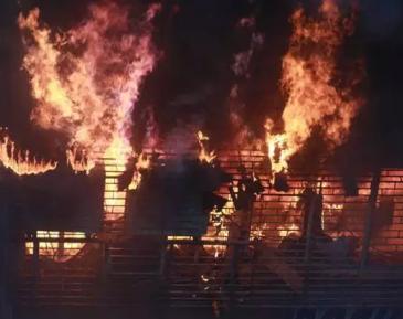 Прихожане мечети поспешили на помощь пожарным при тушении горящего рынка