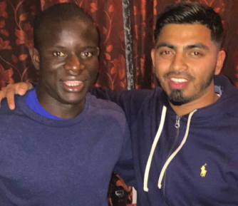Фанаты поразились скромности богатого и знаменитого футболиста-мусульманина