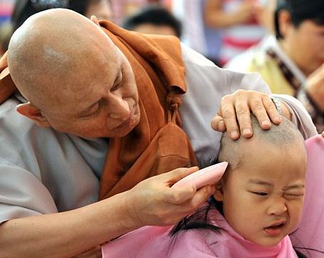 Буддисту присудили опеку над детьми-мусульманами, отнятыми у матери