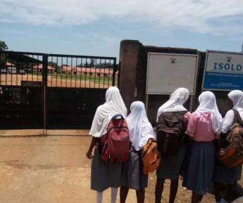 Директриса, выгнавшая школьниц в хиджабах, получила по заслугам