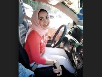 Дама в хиджабе сразила очевидцев полицейским разворотом (ВИДЕО)