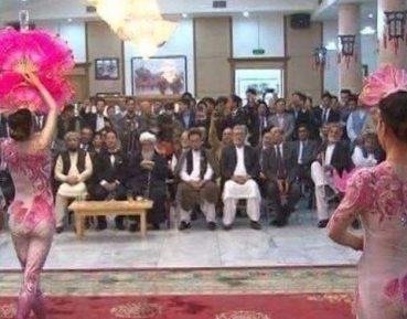 Танцы девушек перед чалмоносцами вызвали резонанс