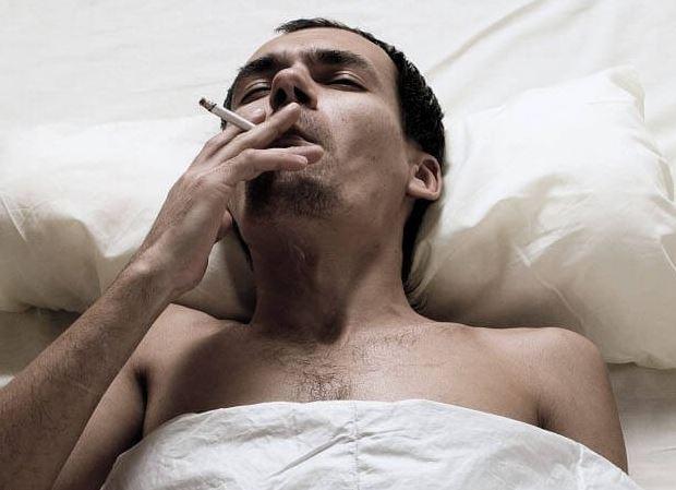 Курящий мужчина уродует своих будущих детей