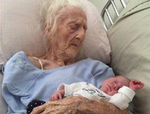 101-летняя итальянка родила ребенка после посещения Турции