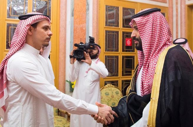 Стало известно, как принц Мухаммед бин Салман заставил сына Хашогджи пожать ему руку